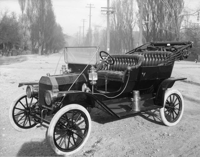Ford Model T (source: Wikimedia Commons)